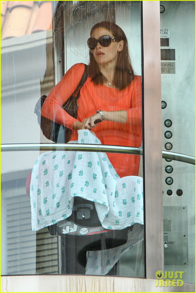 jennifer garner samuel doctors office 04