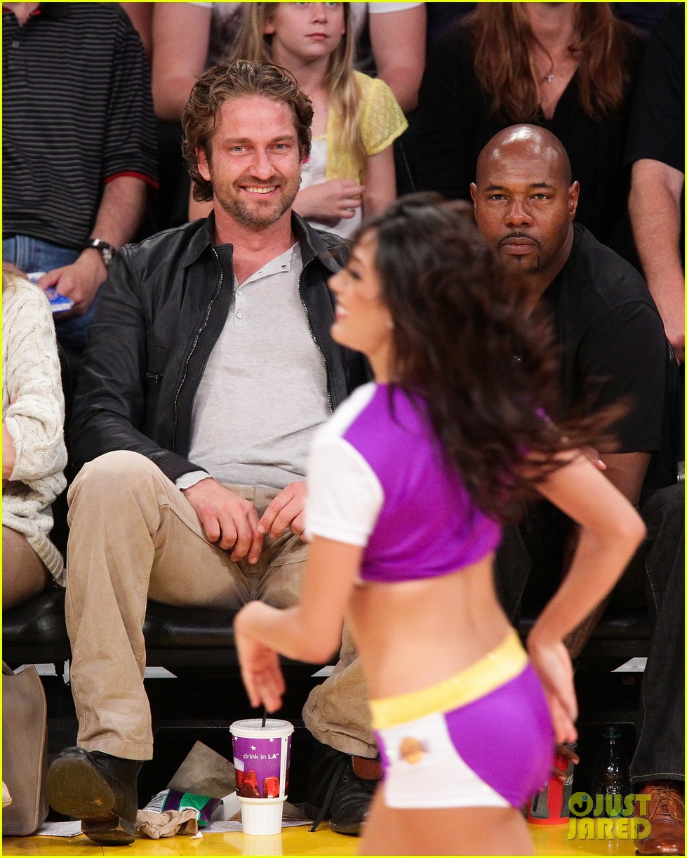 gerard butler lakers courtside 04
