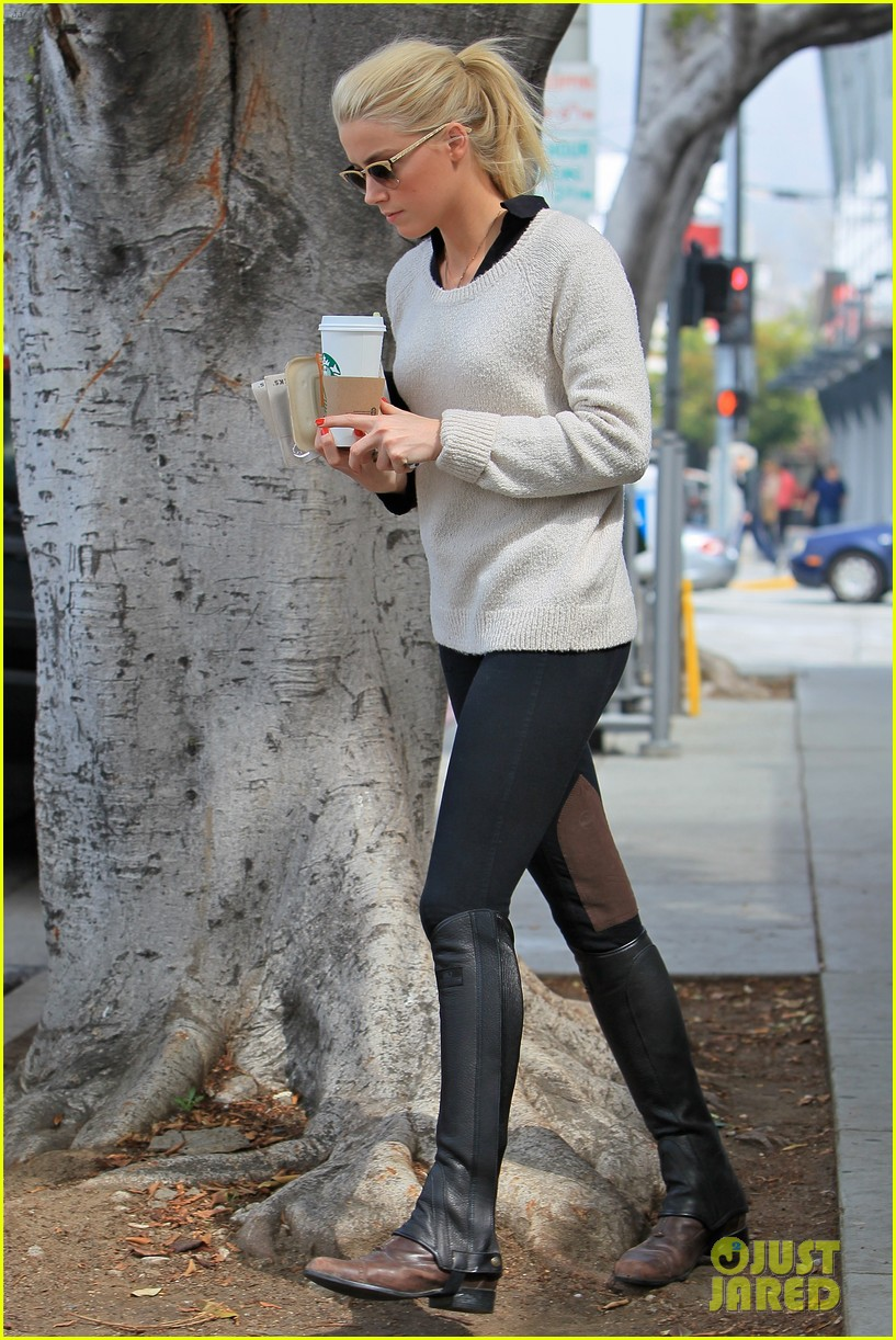 amber heard coffee sandwich stop 032643986
