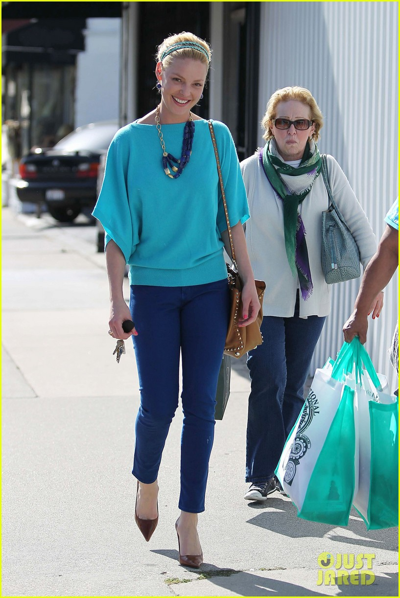 heigl shopping with mom 01