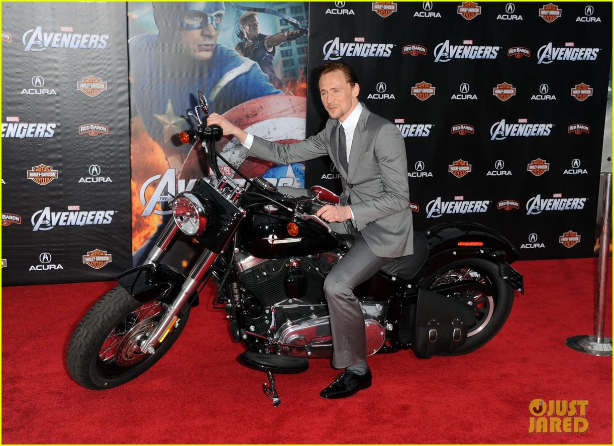 tom hiddleston cobie smulders avengers premiere 12