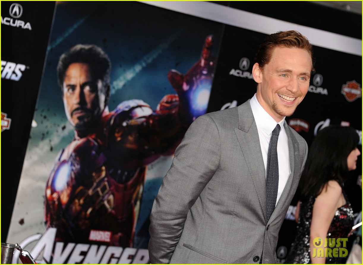 tom hiddleston cobie smulders avengers premiere 13