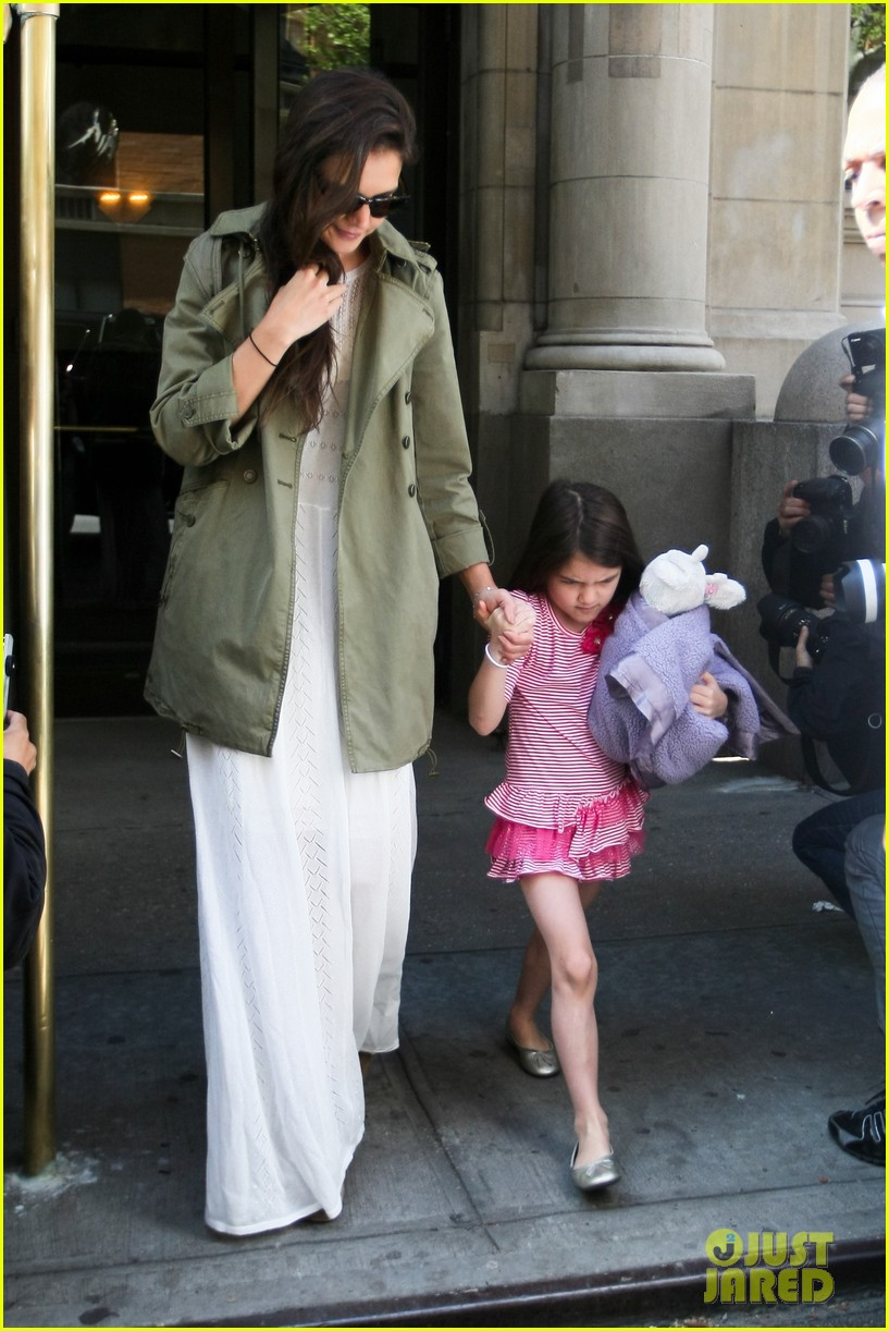 katie holmes suri celebrates sixth birthday 04