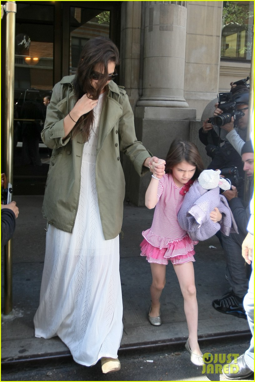 katie holmes suri celebrates sixth birthday 072650500