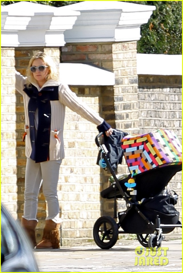 kate hudson visiting gwyneth 03