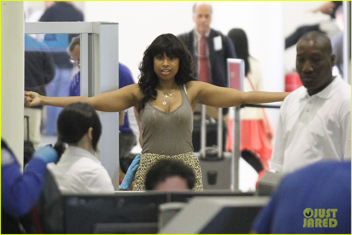 jennifer hudson lax pat down 02