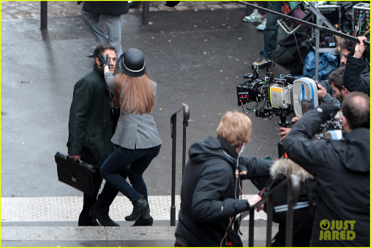 isla fisher on set in paris 16