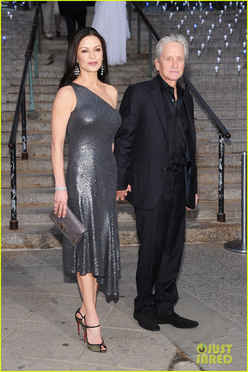 catherine zeta jones leelee sobieski vanity fair tribeca film festival 01