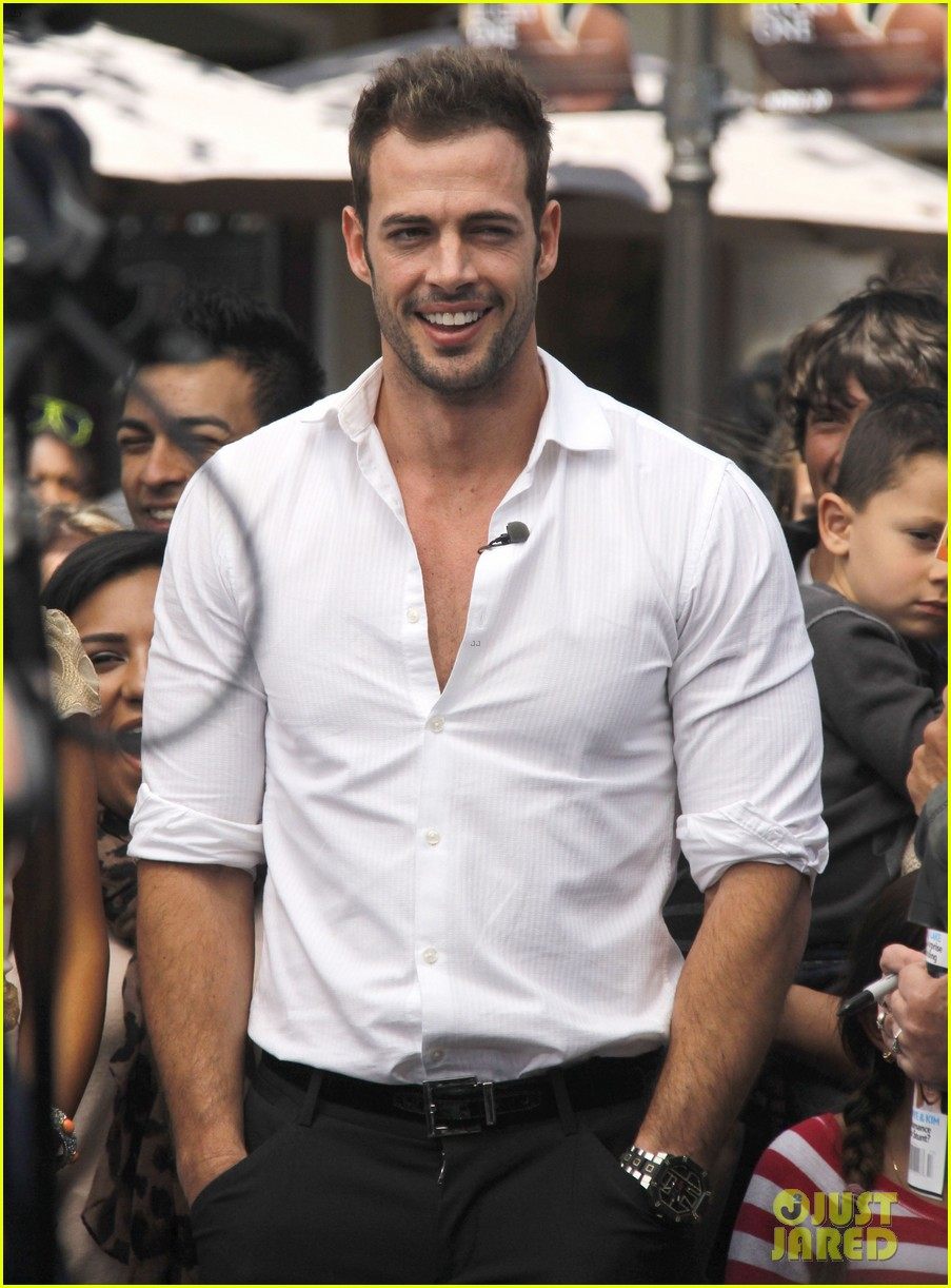 ashley judd william levy extra at the grove 03