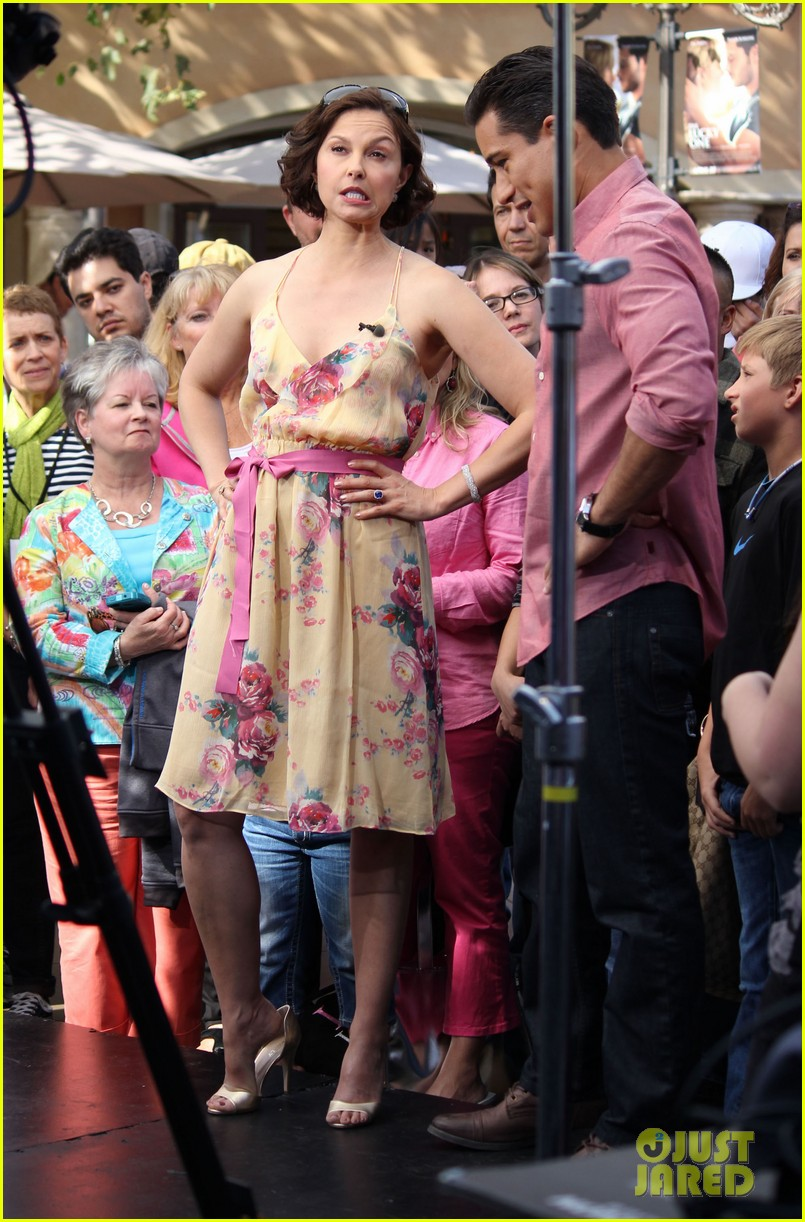 ashley judd william levy extra at the grove 162647806