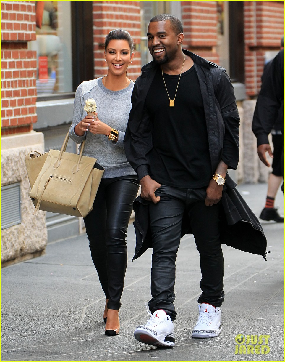 kim-kardashian-kanye-west-romantic-stroll-in-nyc-01.jpg