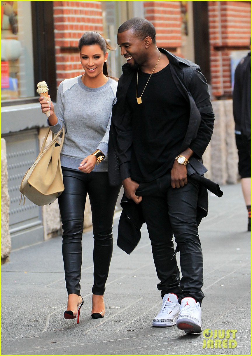 kim kardashian kanye west romantic stroll in nyc 052651927
