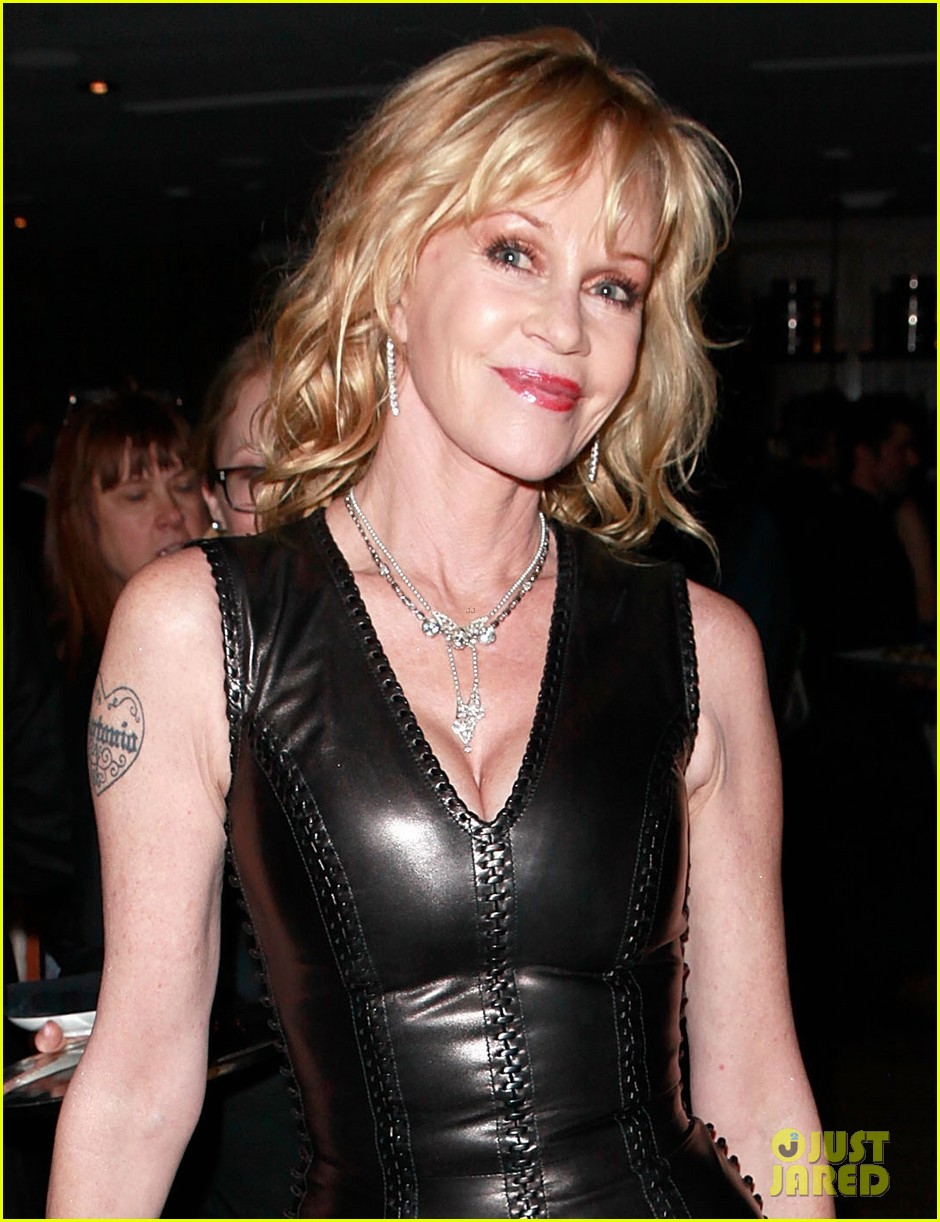 riley keough ny rescue workers event with melanie griffith 04