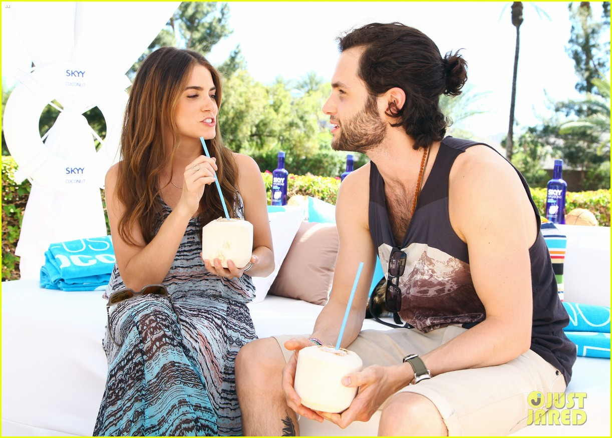 zoe kravitz penn badgley coachella couple 12