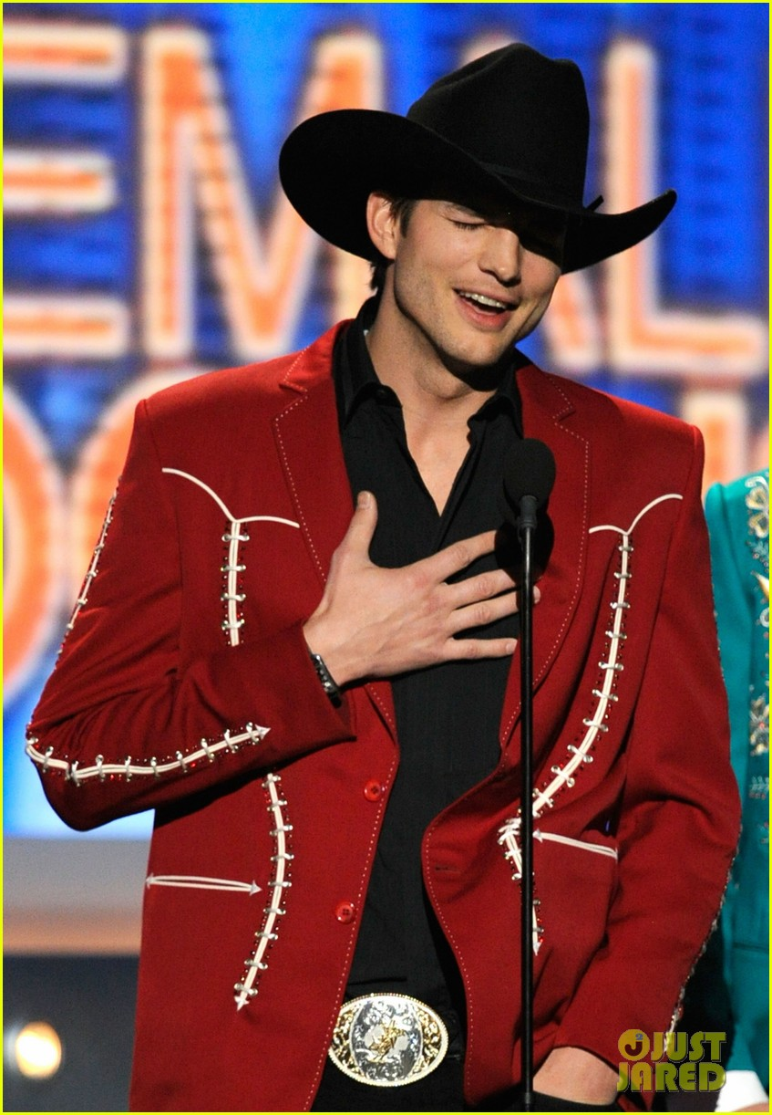 ashton kutcher acm awards 02