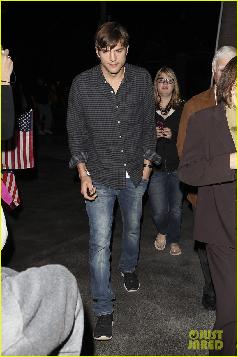 ashton kutcher cheers on the lakers 01