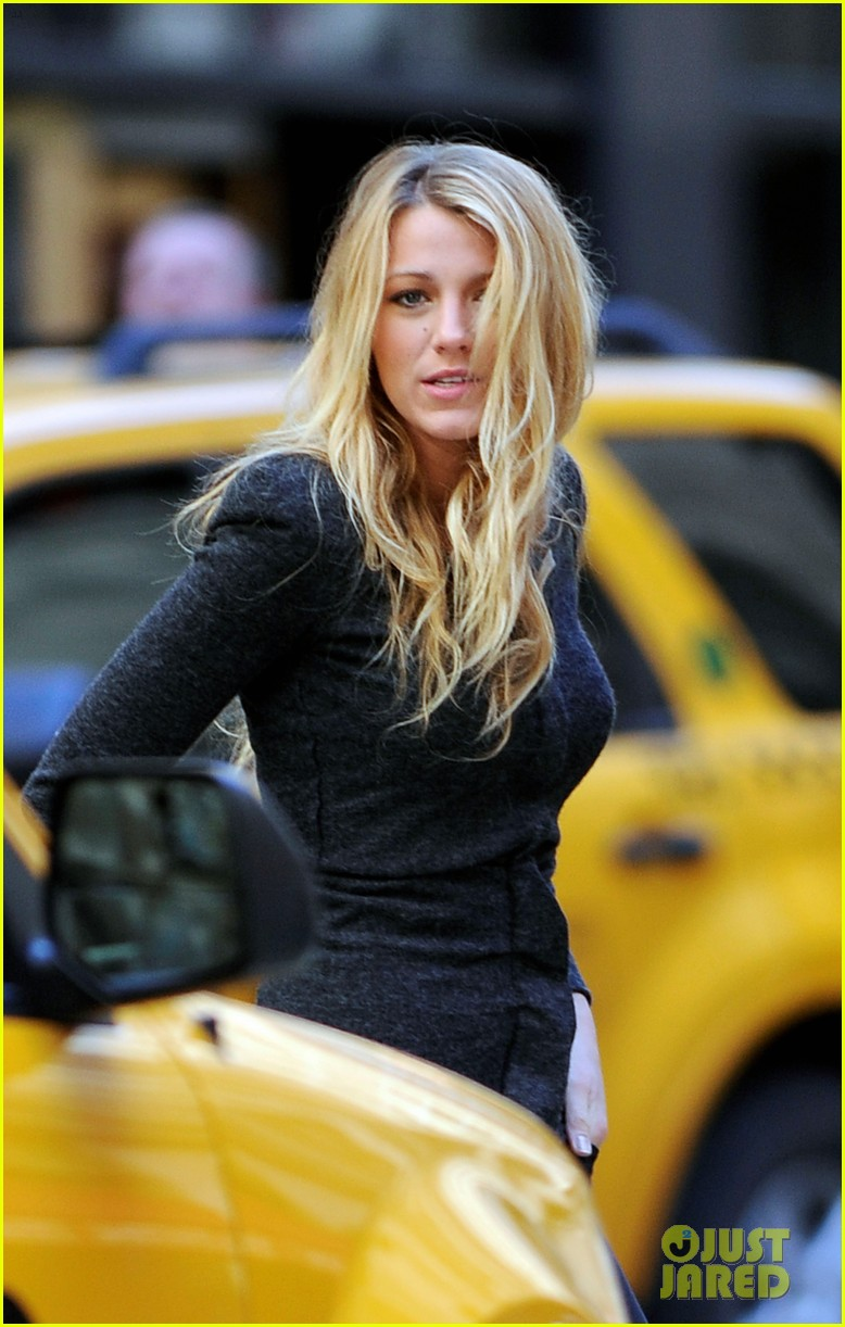 blake lively crossing street nyc 03