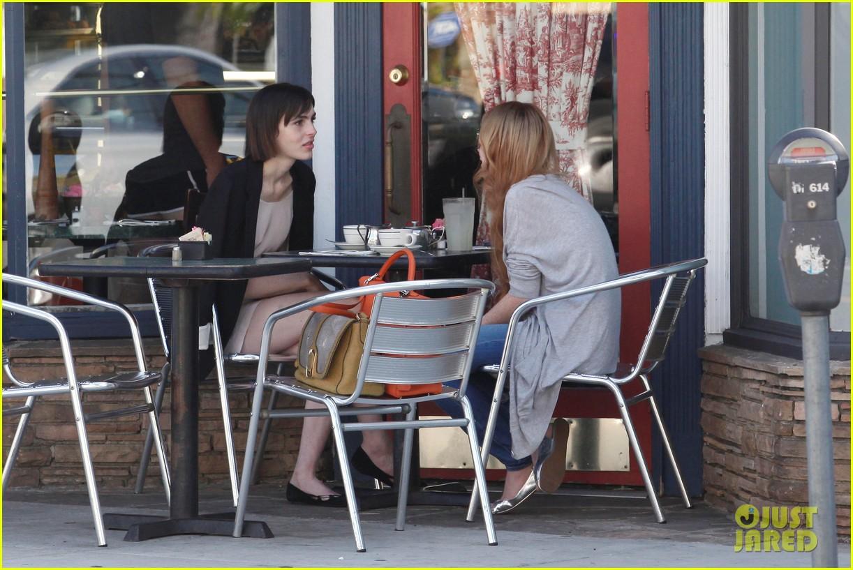 lindsay lohan la conversation cafe aliana 11