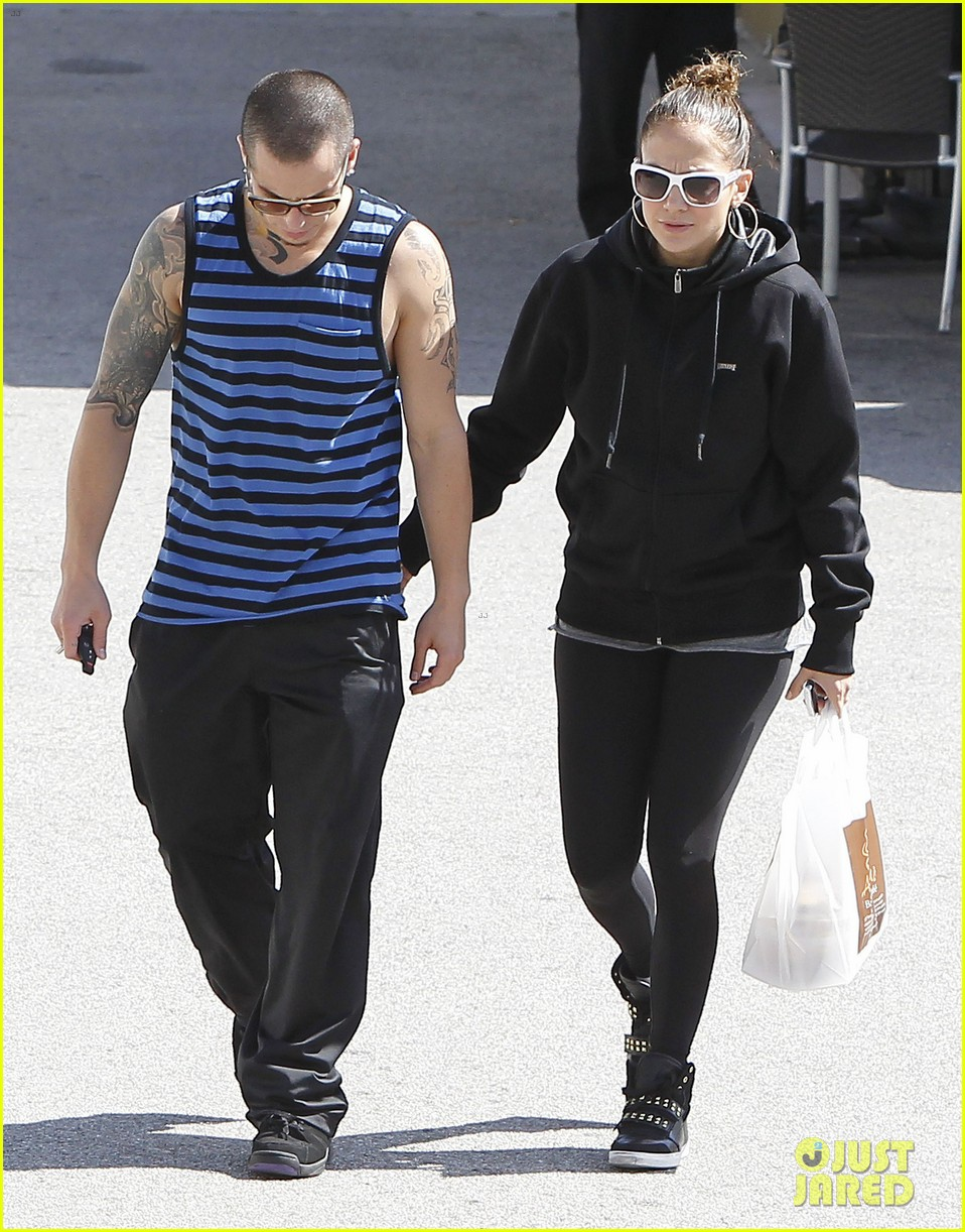 jennifer lopez casper smart lovebirds at lunch 13