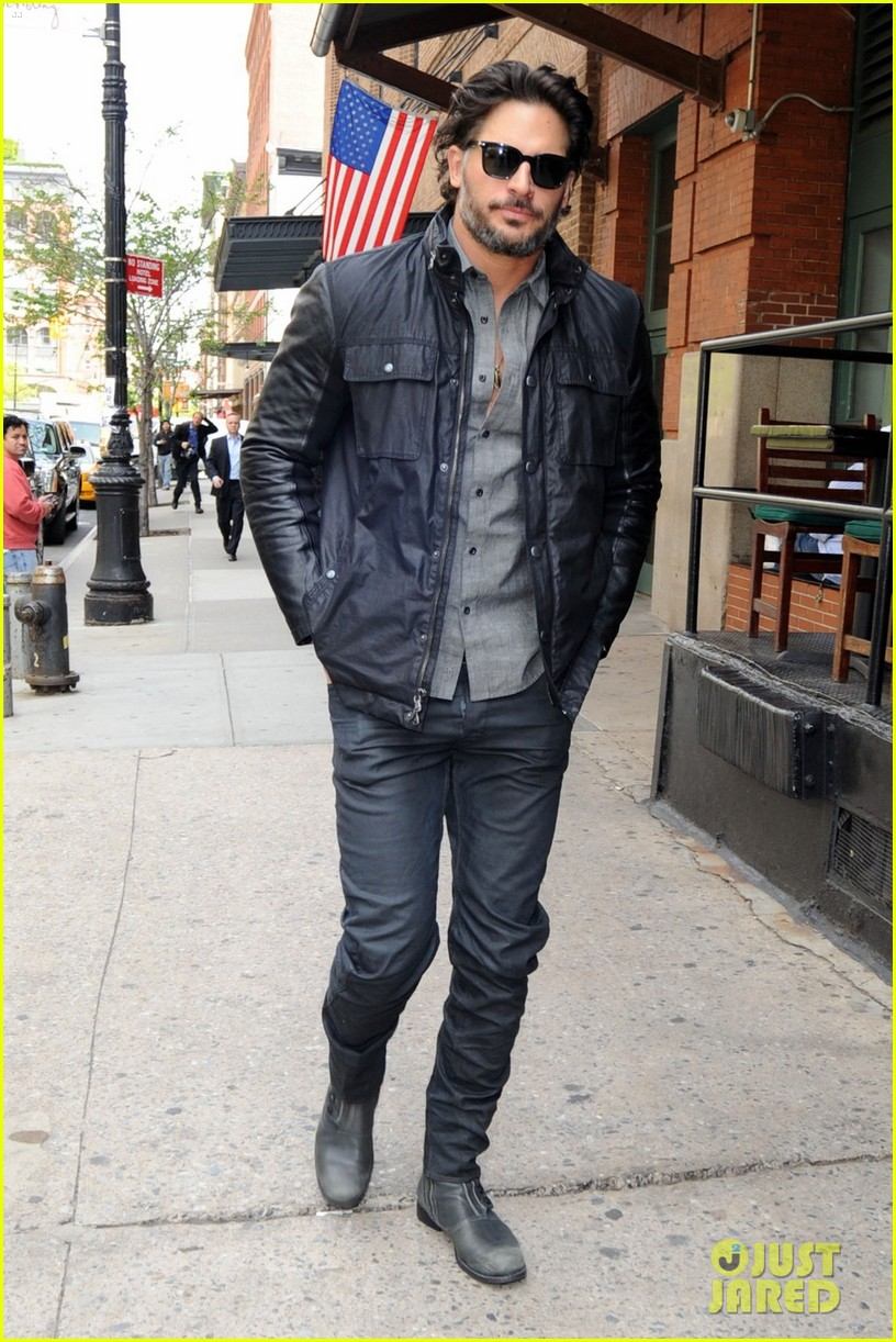 joe manganiello tribeca walk 08