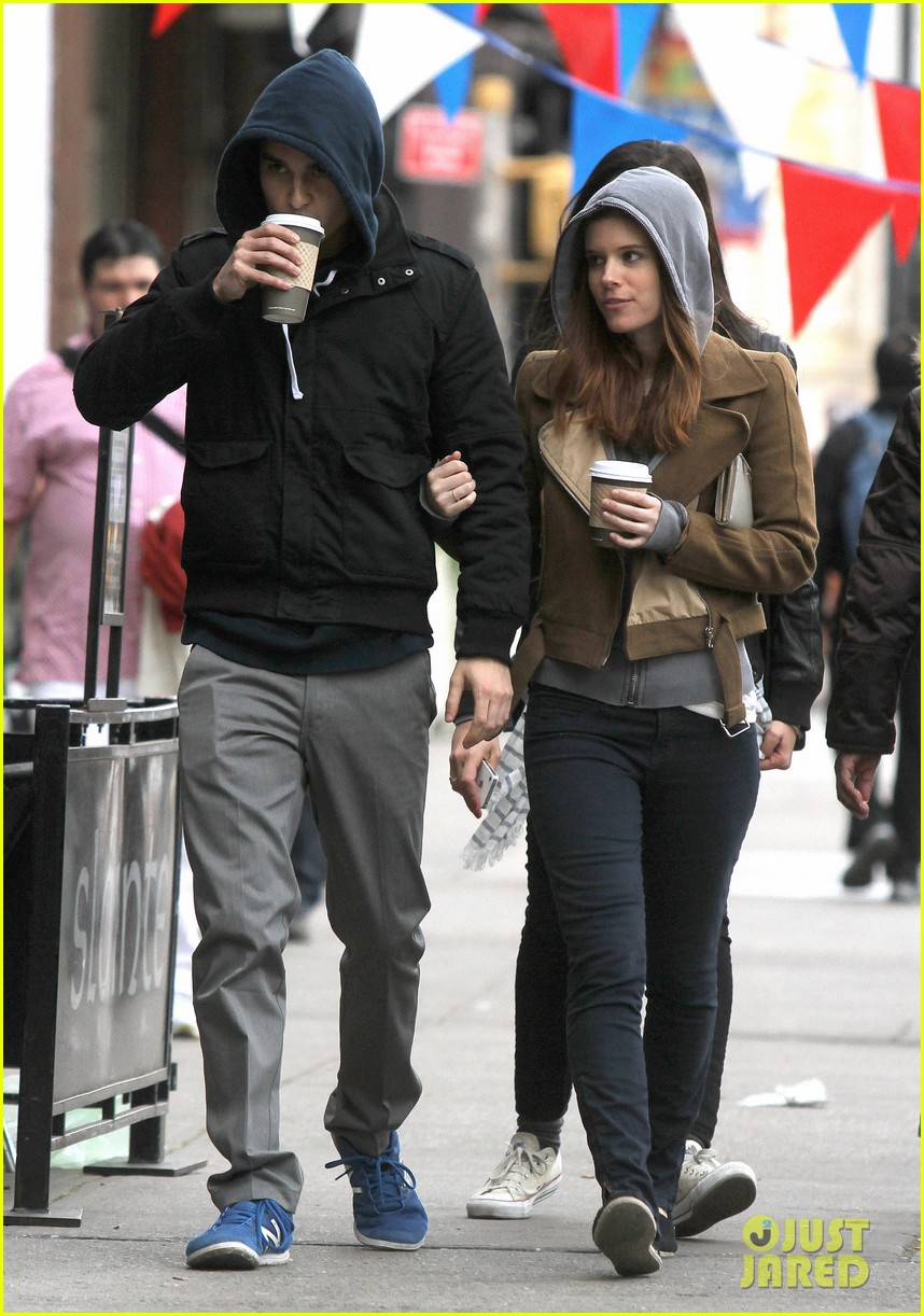 kate mara max minghella hold hands 05