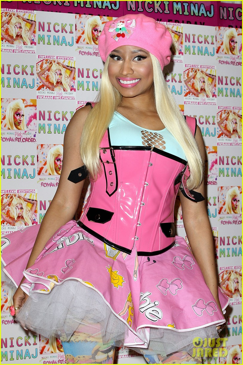 nicki minaj london cd signing 06