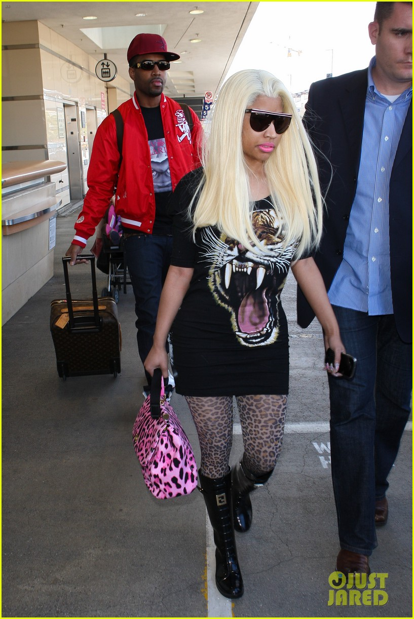 nicki minaj safaree samuels lax arrival 05