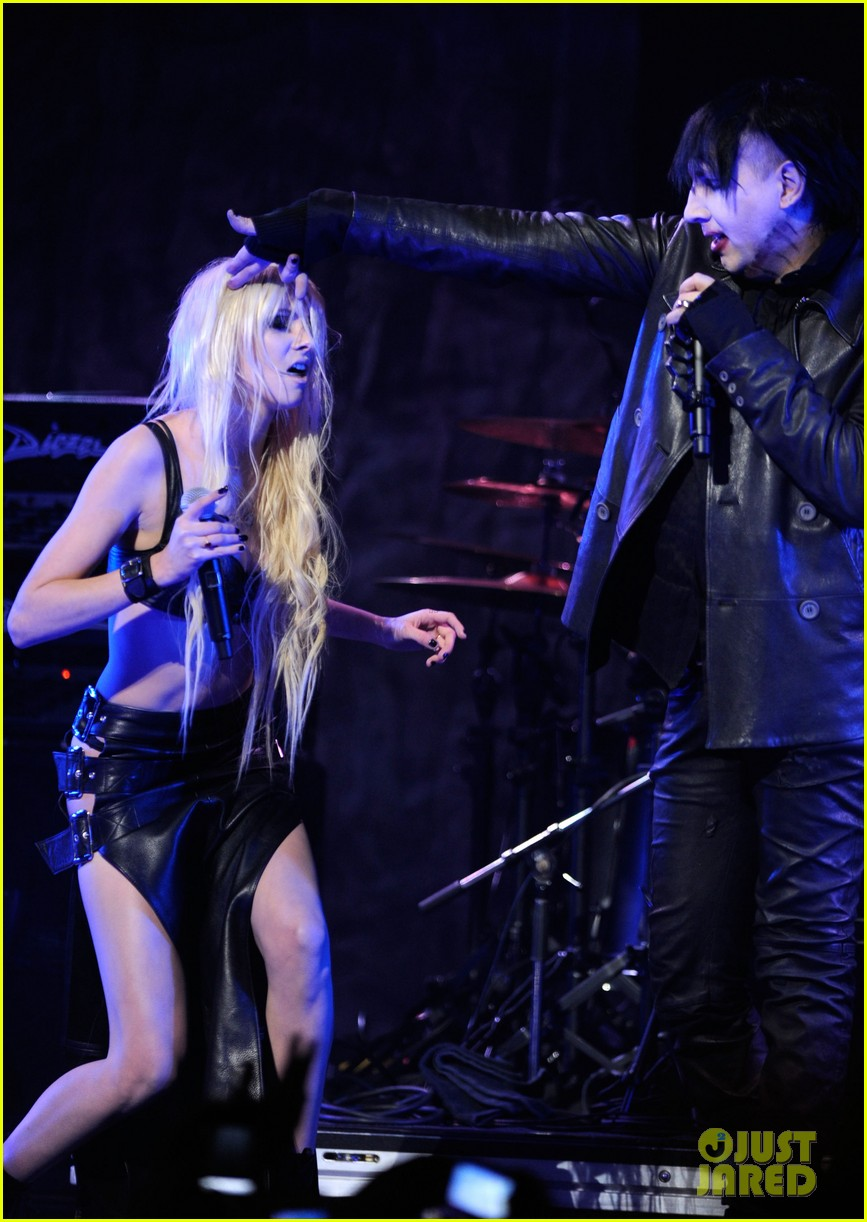 taylor momsen revolver golden gods awards 09