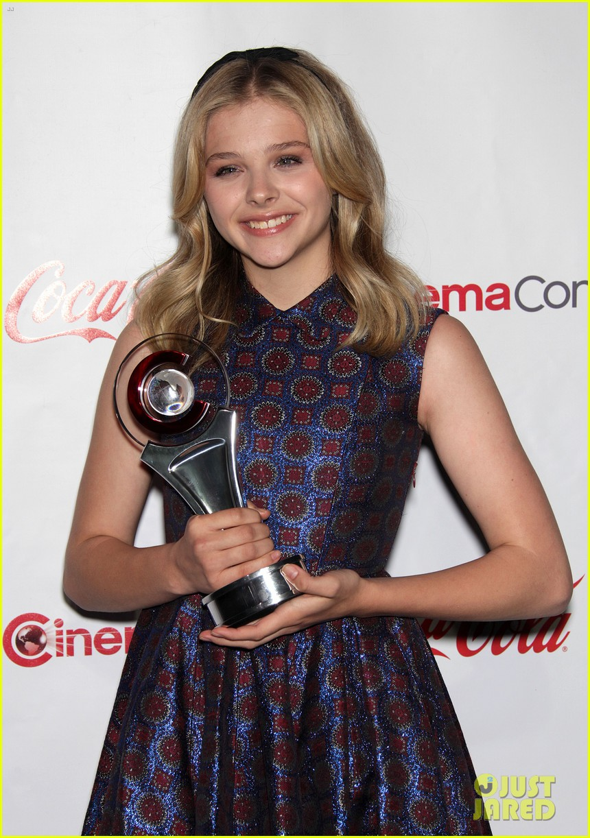 chloe moretz michelle pfeiffer cinemacon awards 022654115
