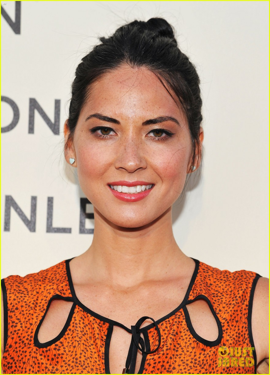 olivia munn mercedes benz club 042651251