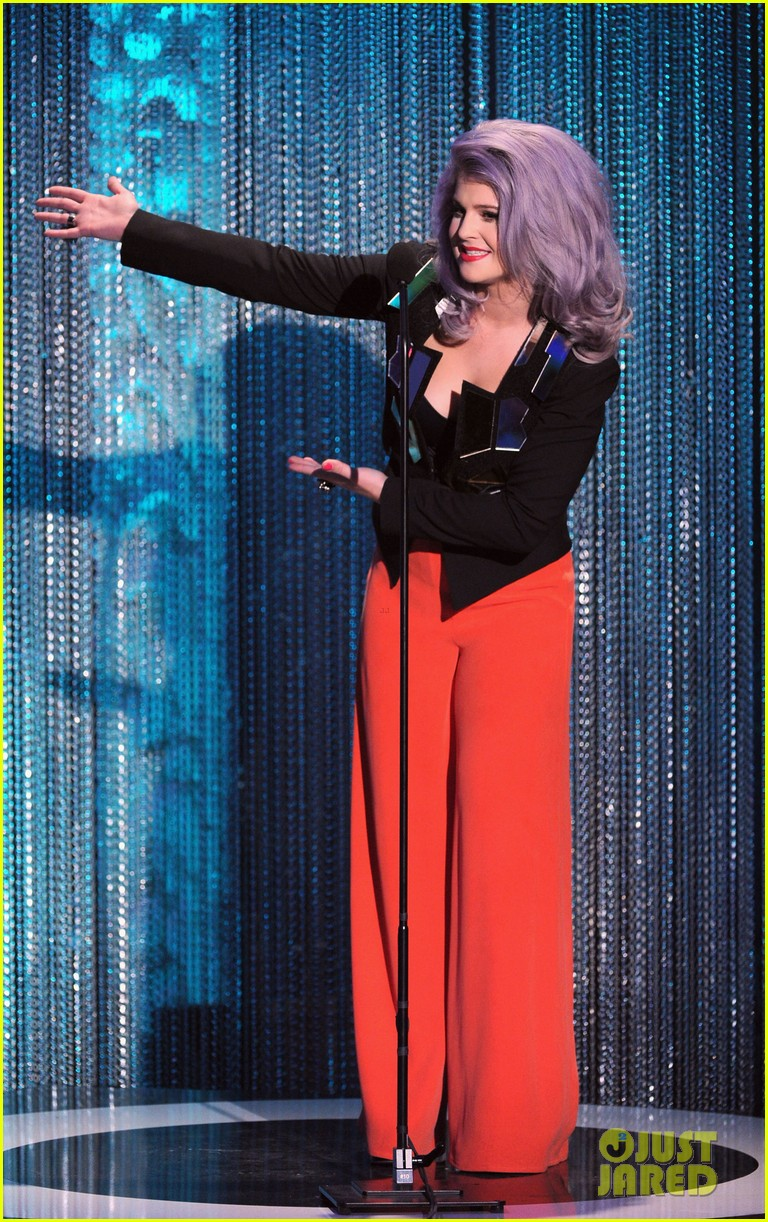 kelly osbourne logo newnownext awards 042645920