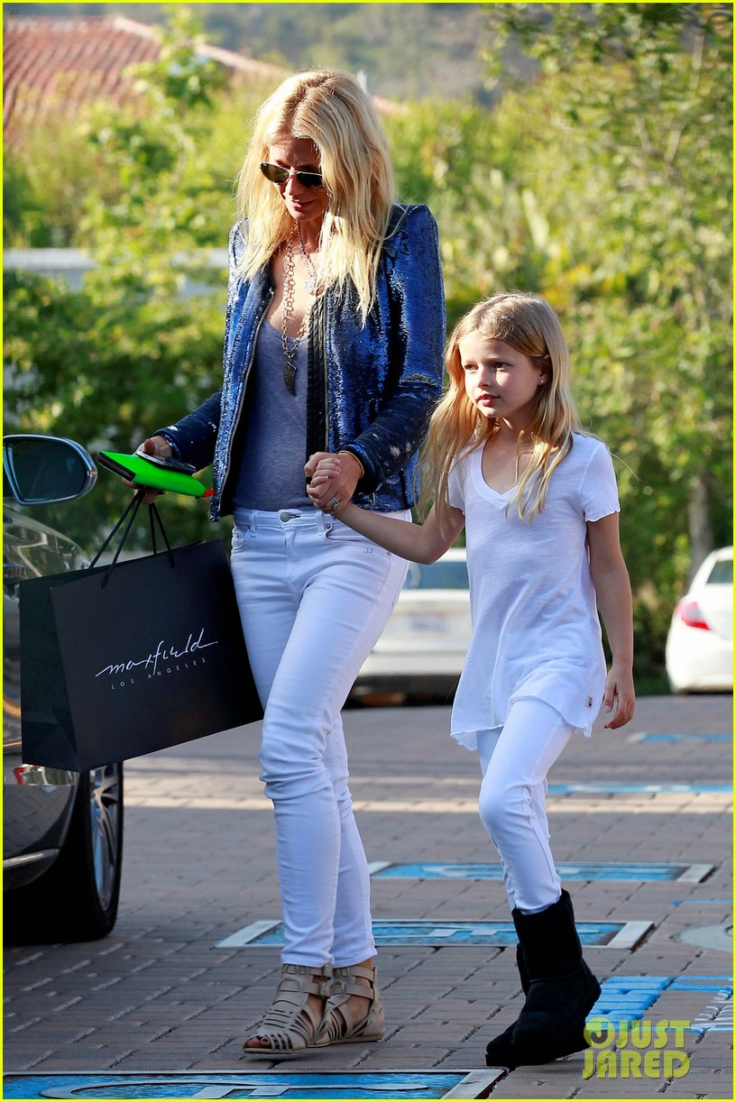 gwyneth paltrow shopping with apple 01