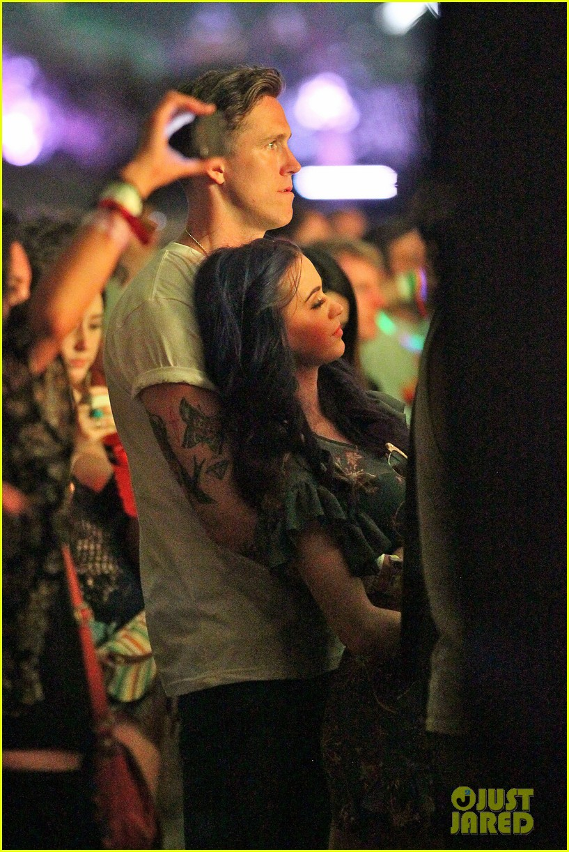 katy perry robert ackroyd coachella kisses 04