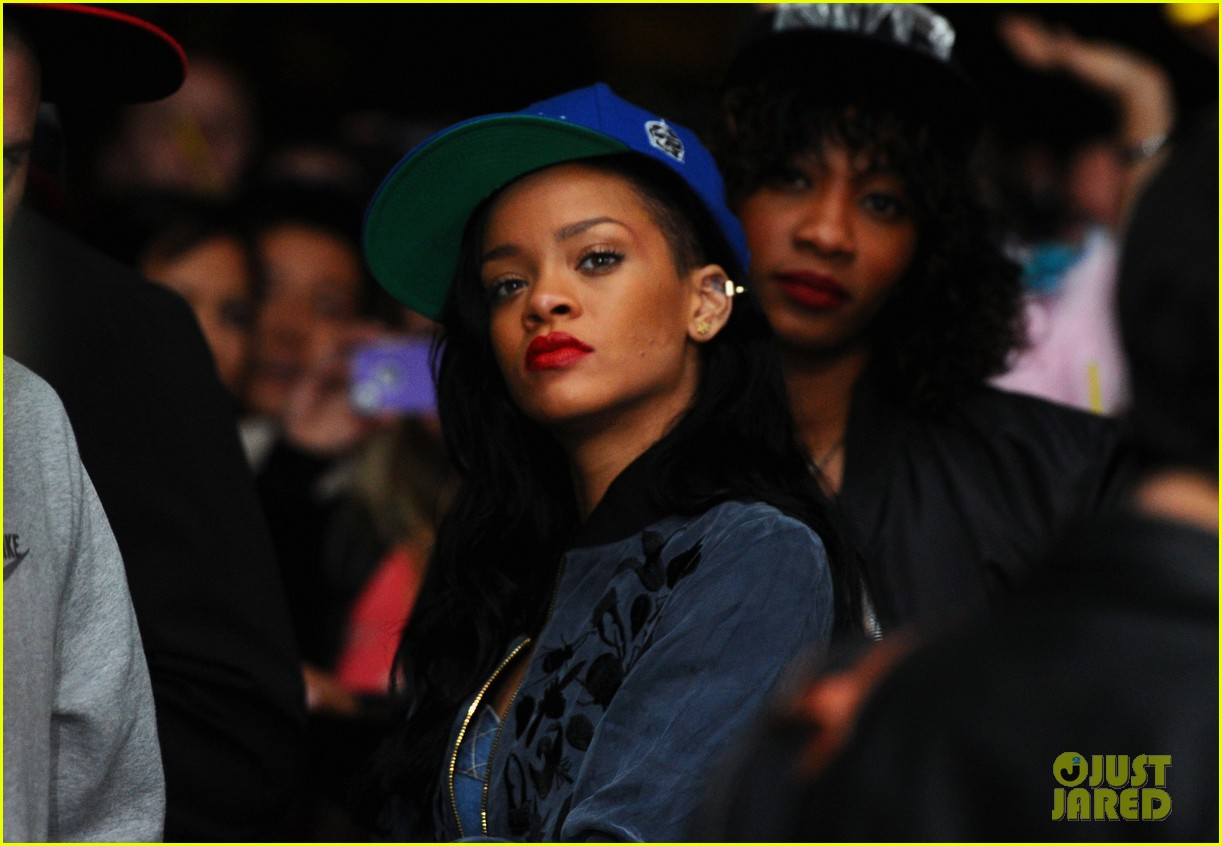 rihanna snl may 5 coachella 012649095