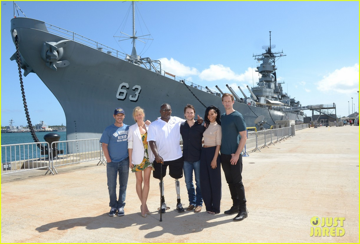 rihanna alexander skarsgard battleship pearl harbor 07