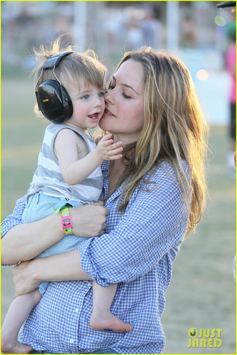 alicia silverstone brings baby bear to coachella 04