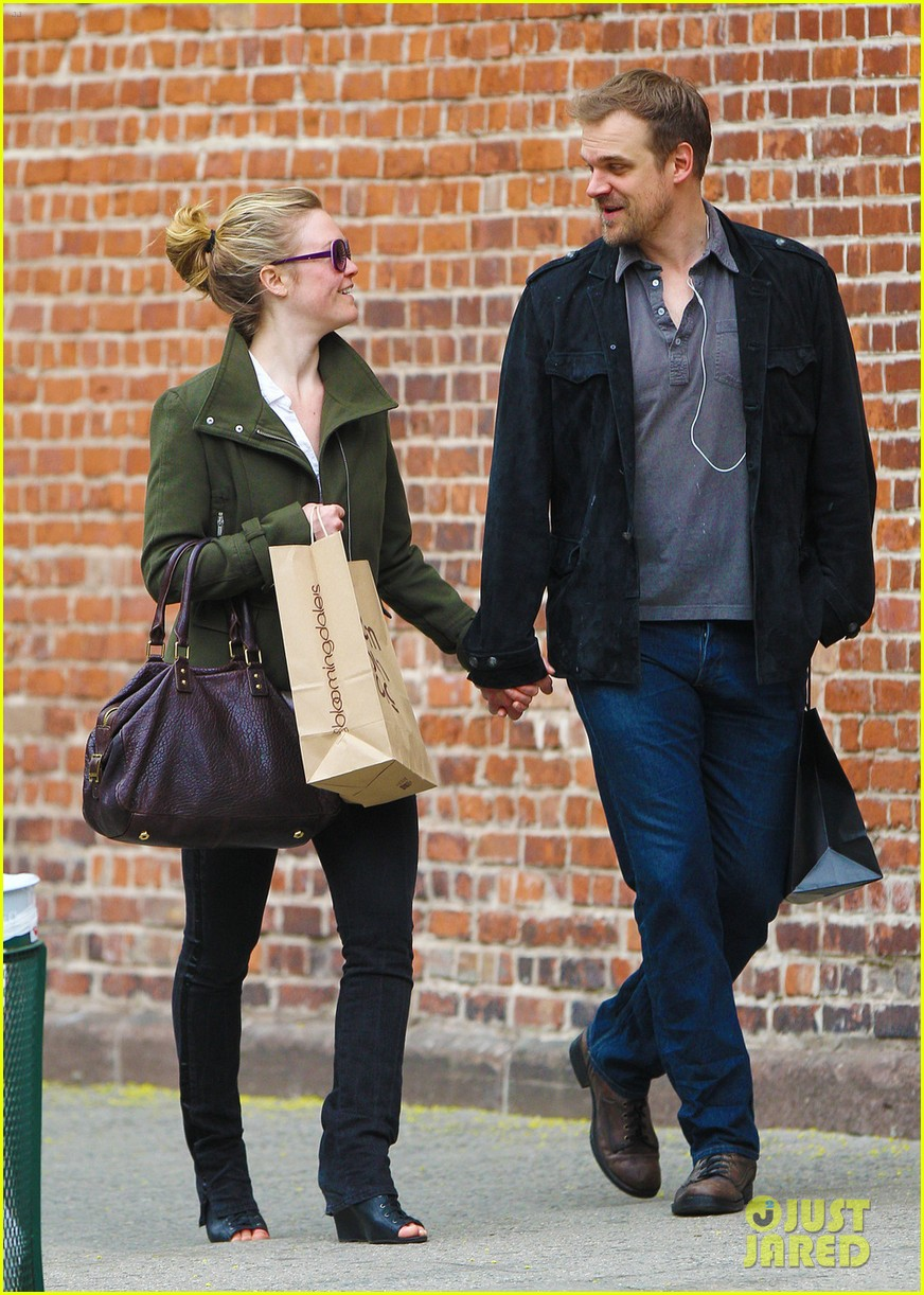 julia stiles david harbour shopping 102651303
