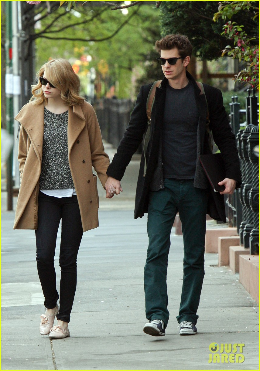 emma stone andrew garfield cuddle close 062648352