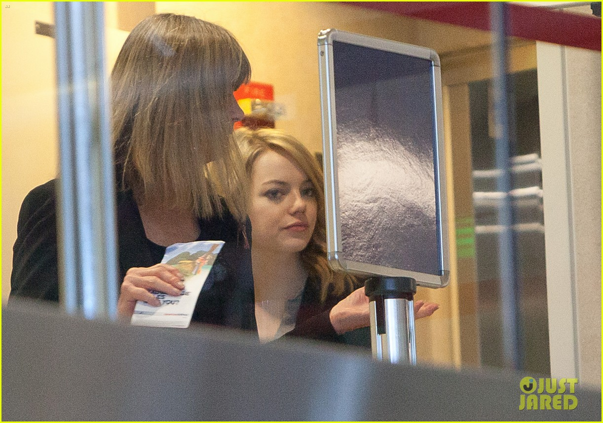 emma stone head down lax 032646107