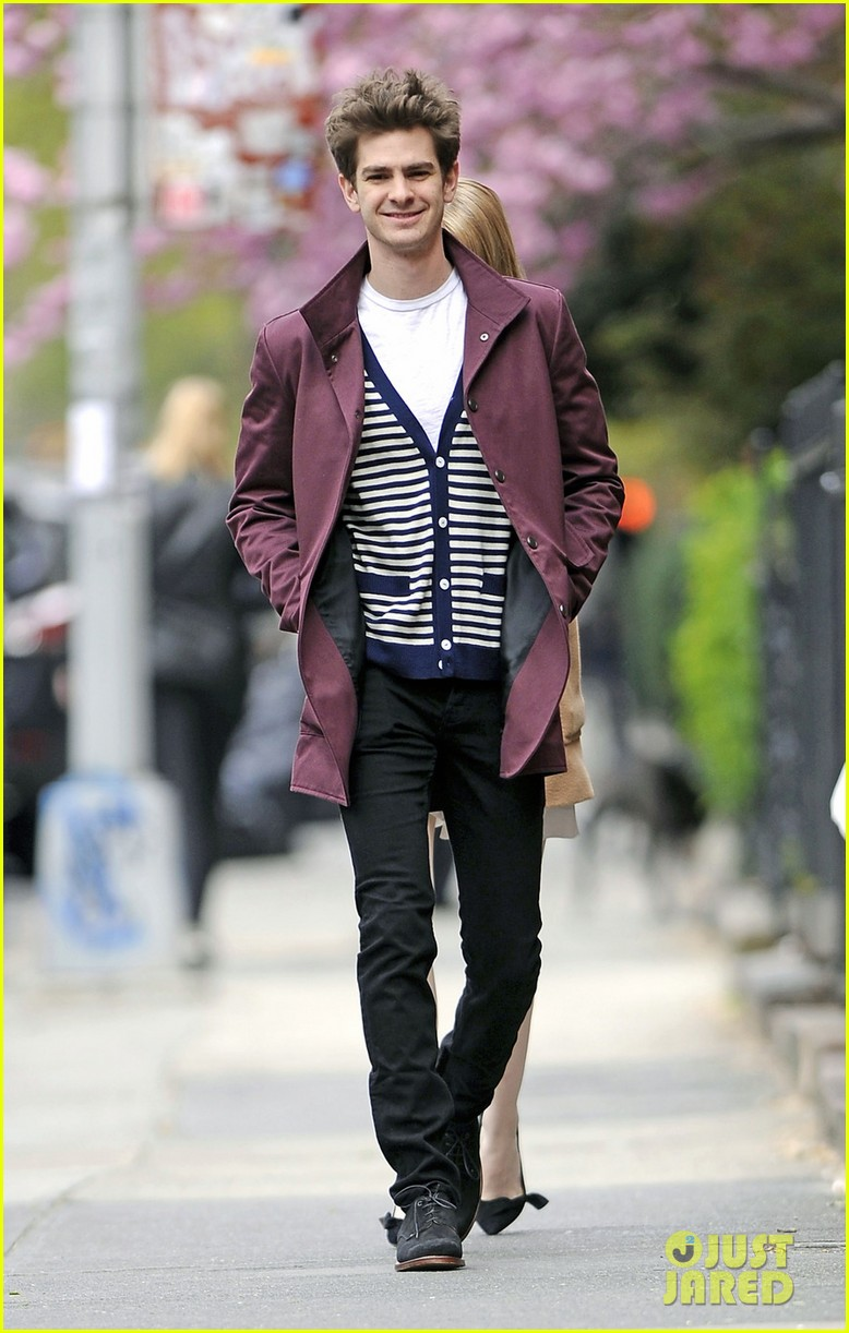 emma stone andrew garfield monday stroll 02
