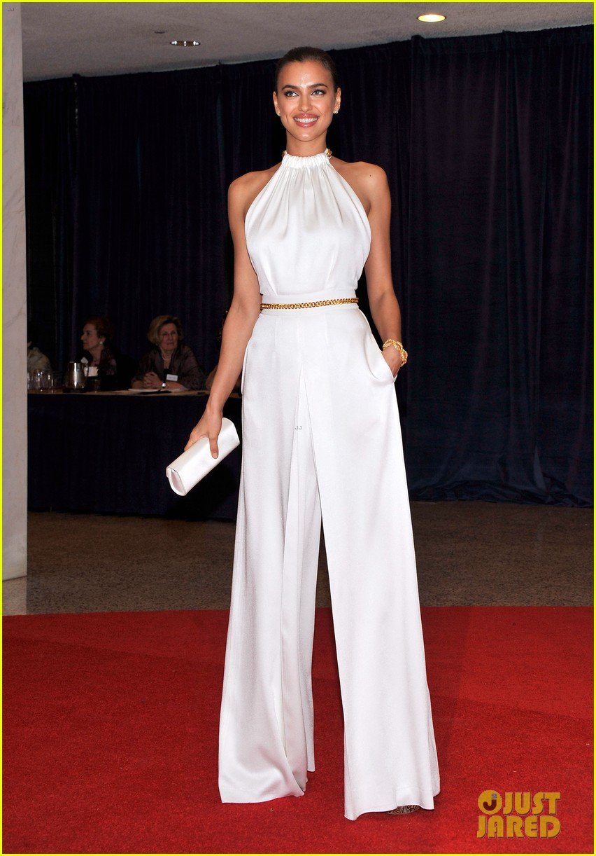 chrissy teigen irina shayk white house correspondents dinner 05