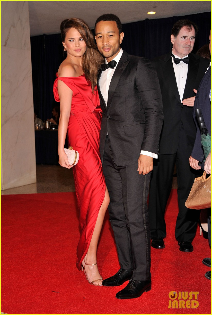 chrissy teigen irina shayk white house correspondents dinner 07