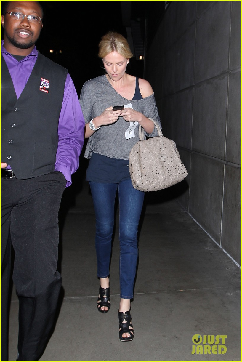 charlize theron lakers game with mom 072650462