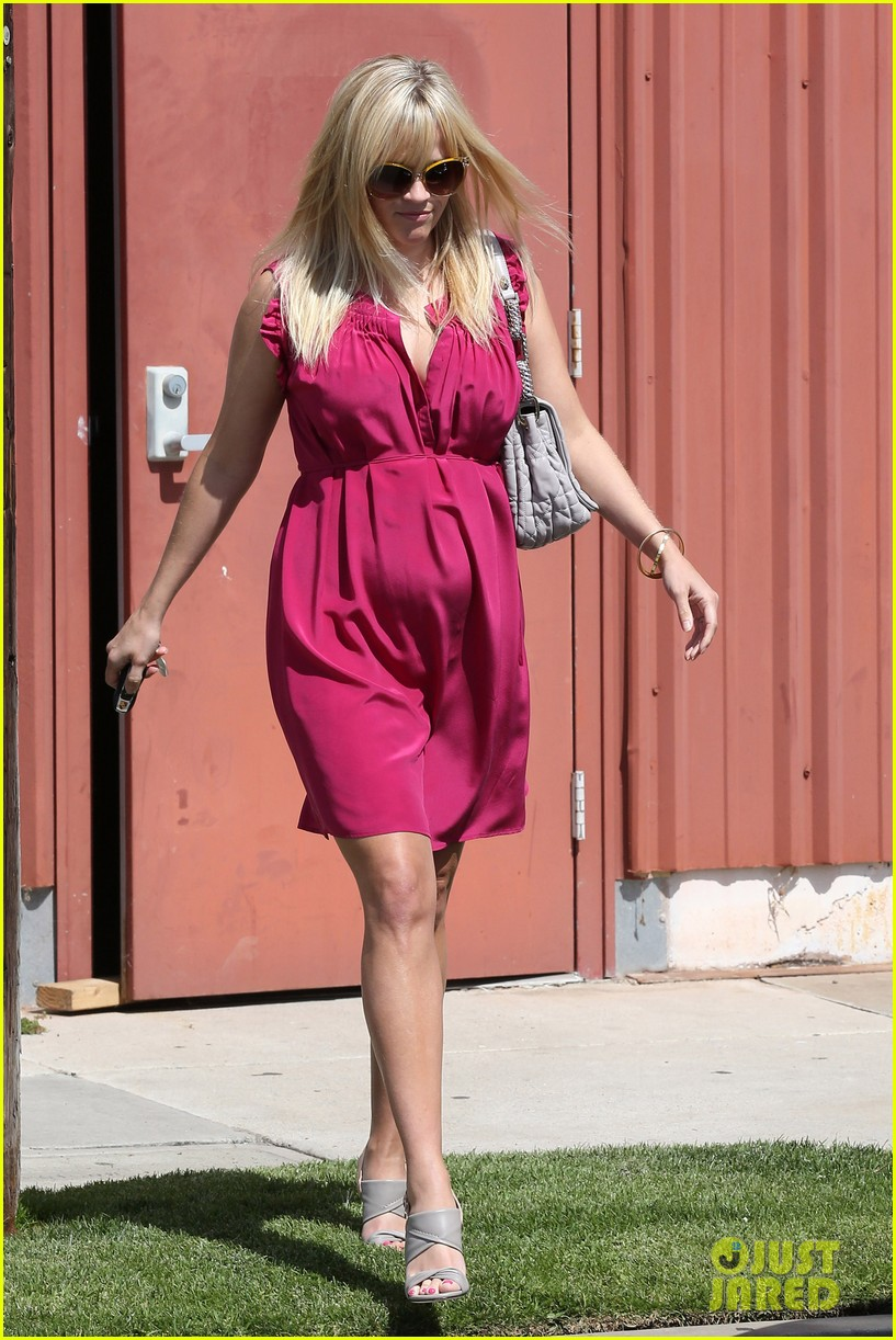 reese witherspoon easter church services 19