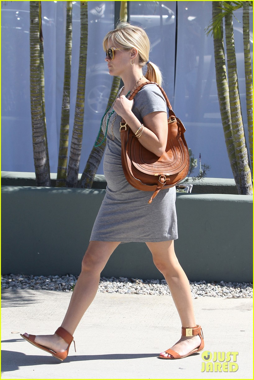 pregnant reese witherspoon office 03
