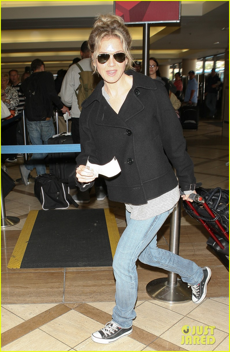 renee zellweger leaving lax 052652369