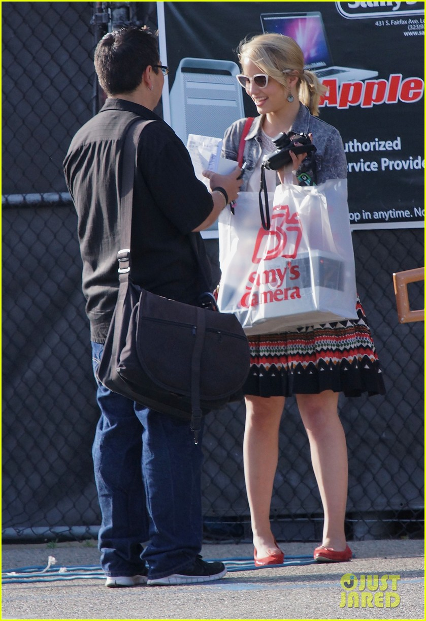 dianna agron camera shopping 10