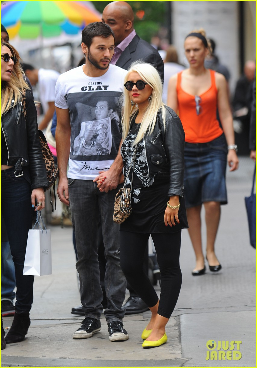 christina aguilera matthew rutler kissing soho 02