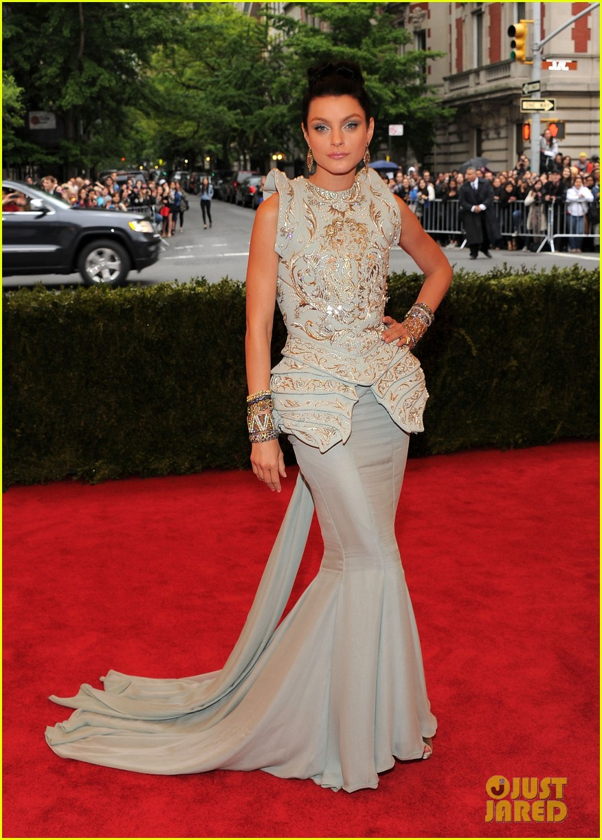malin akerman jessica stam met ball 2012 14