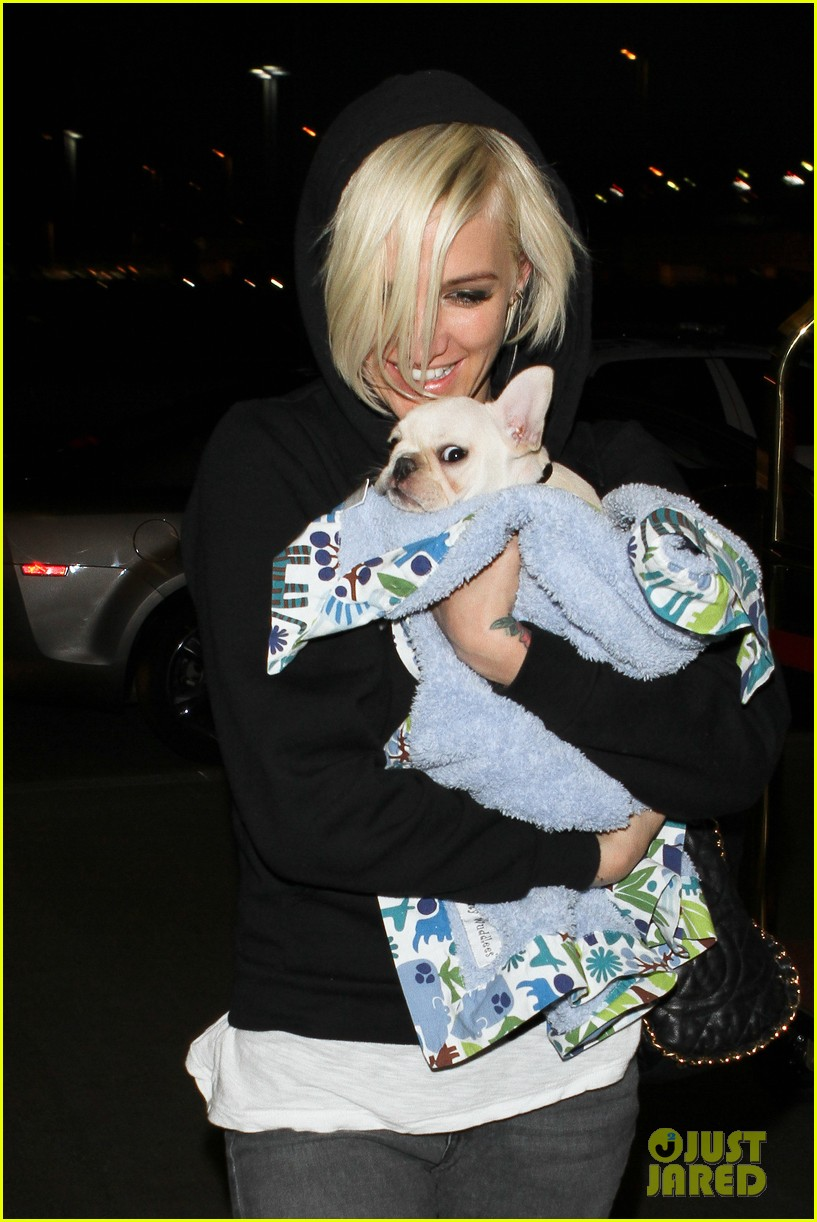 ashlee simpson vincent piazza dog walk 012666260